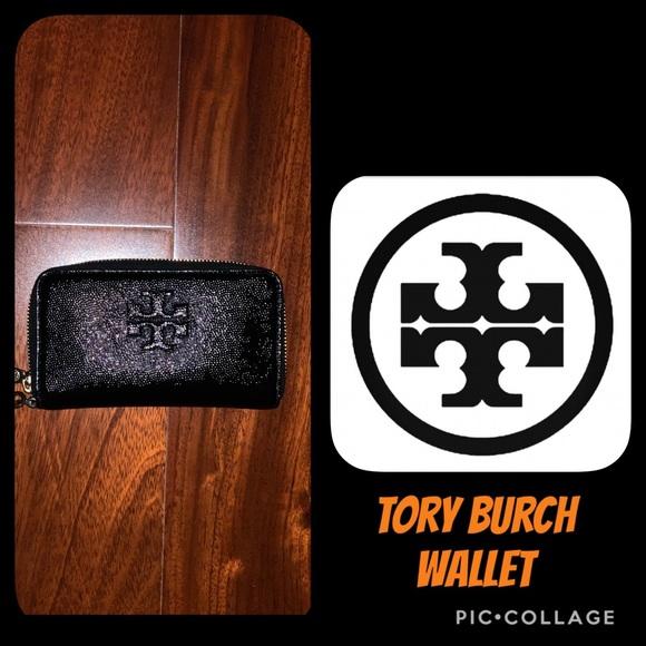 Tory Burch Handbags - Tory Burch zip around wallet